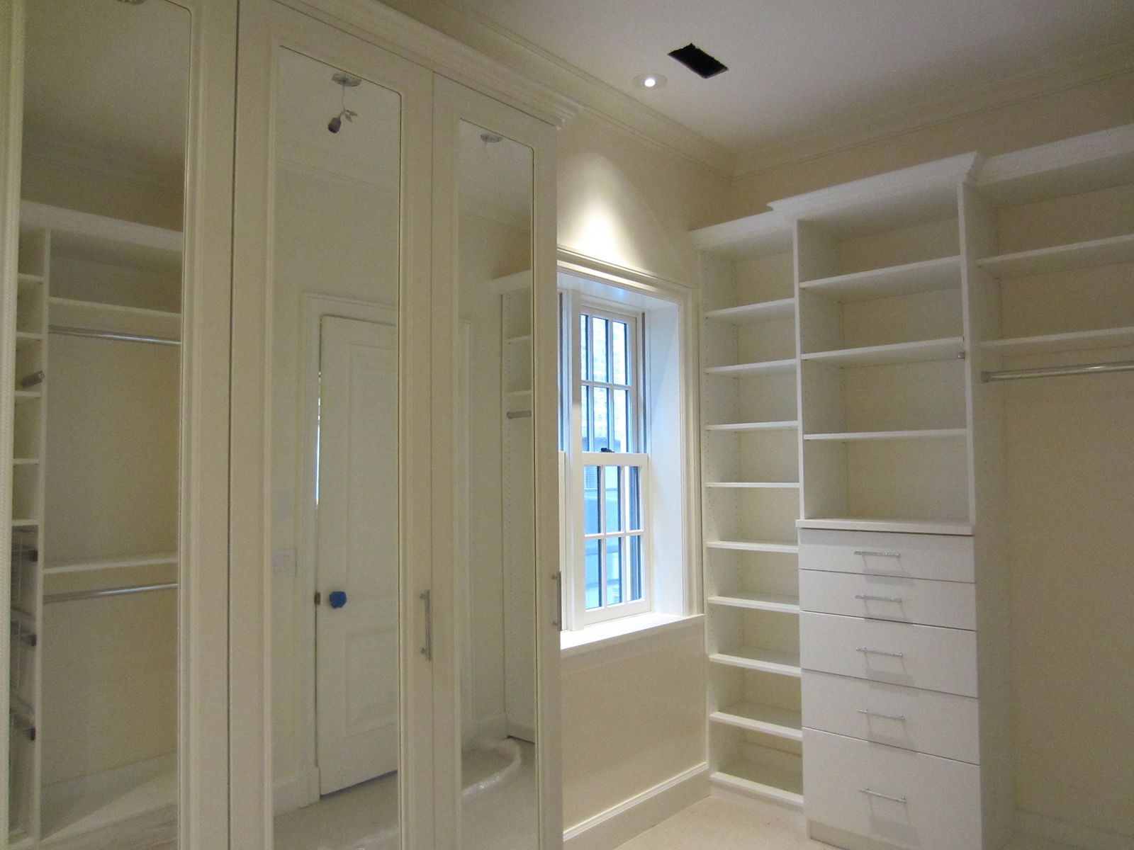 White Melamine Walk In Closet 4